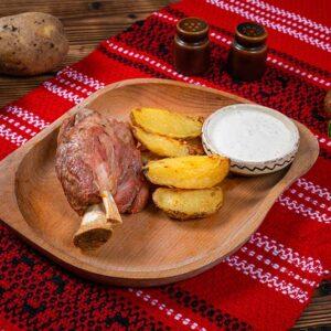 ciolan-de-porc-cu-cartofi-copti